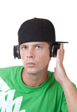 Hombre joven que escucha la música Fotografía de archivo