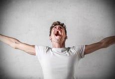 Hombre joven que grita Fotos de archivo libres de regalías
