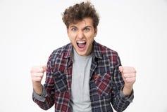 Hombre joven que grita con las manos aumentadas para arriba Fotos de archivo libres de regalías