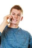 Hombre joven que habla en el teléfono celular móvil Imagen de archivo