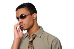 Hombre joven que habla en un teléfono celular Imágenes de archivo libres de regalías