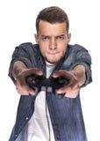 Hombre joven que juega en la consola o el ordenador Imagenes de archivo