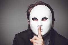 Hombre en la máscara blanca Imágenes de archivo libres de regalías