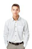 Hombre joven que lleva una camisa blanca Imagen de archivo libre de regalías