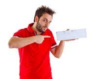 Hombre joven que muestra el giro postal italiano Imágenes de archivo libres de regalías