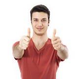 Hombre joven que muestra la muestra ACEPTABLE con su pulgar para arriba Imagen de archivo