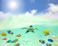 hombre joven que nada bajo la superficie del mar con los pescados y el bubbl coloridos imagen de archivo