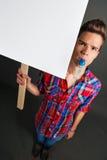 Hombre joven que protesta con la muestra de la protesta Fotografía de archivo libre de regalías
