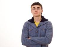 Hombre joven que se coloca en un fondo blanco Imágenes de archivo libres de regalías