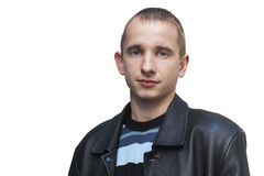 Hombre joven que se inclina contra la pared Imagen de archivo
