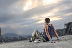 Hombre joven que se relaja Foto de archivo libre de regalías