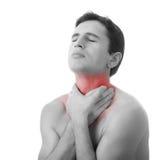 Hombre joven que se sostiene la garganta en el dolor, aislado Imagenes de archivo