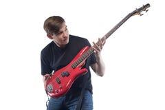 Hombre joven que sostiene la guitarra baja Fotografía de archivo libre de regalías