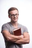 Hombre joven que sostiene un libro Fotografía de archivo