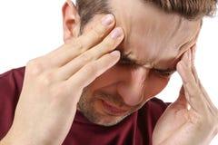 Hombre joven que sufre de dolor de cabeza Fotografía de archivo libre de regalías