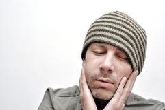 Hombre joven que sufre del dolor de muelas, dolor de dientes, teniendo un hinchado Fotos de archivo