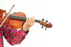 Hombre joven que toca el violín en fondo blanco aislado Fotografía de archivo libre de regalías
