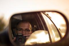 Hombre joven que toma el selfie imagen de archivo libre de regalías