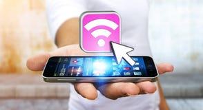 Hombre joven que usa el móvil moderno para conectar con wifi Fotos de archivo libres de regalías