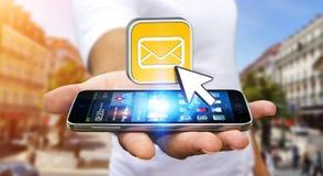 Hombre joven que usa el teléfono móvil moderno para enviar el mensaje libre illustration