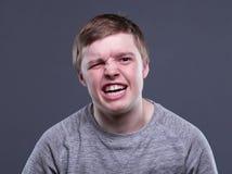 Hombre joven rubio enojado Fotografía de archivo