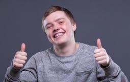 Hombre joven rubio feliz Foto de archivo libre de regalías