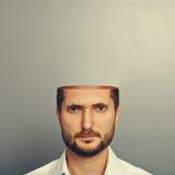 Hombre joven serio con la cabeza abierta Imágenes de archivo libres de regalías