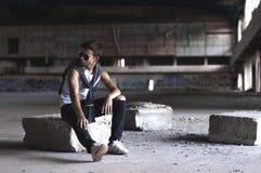 Hombre joven serio en un estadio viejo Foto de archivo libre de regalías