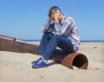 Hombre joven solo que sufre de la depresión Foto de archivo