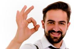 Hombre joven sonriente aislado en el fondo blanco Fotos de archivo libres de regalías