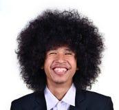 Hombre joven sonriente con el pelo largo Foto de archivo