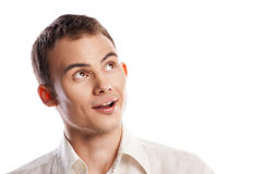 Hombre joven sonriente hermoso que parece para arriba aislado Imagenes de archivo