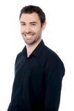 Hombre joven sonriente sobre blanco imágenes de archivo libres de regalías