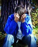 Hombre joven triste al aire libre Fotos de archivo libres de regalías