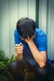 Hombre joven triste con el cigarrillo Imagen de archivo libre de regalías