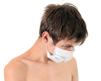 Hombre joven triste en máscara de la gripe Fotos de archivo libres de regalías