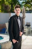 Hombre joven vestido pozo que parece suave Imagen de archivo