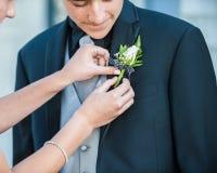 Hombre joven vestido pozo que parece suave Fotografía de archivo