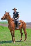 Hombre joven y caballo fotografía de archivo libre de regalías