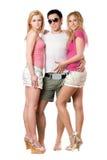 Hombre joven y dos muchachas bonitas Imágenes de archivo libres de regalías