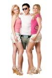 Hombre joven y dos muchachas hermosas Foto de archivo