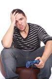 Hombre joven y furioso con una palanca de mando Fotografía de archivo libre de regalías