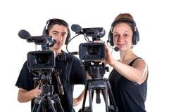 Hombre joven y mujer joven con la cámara Imágenes de archivo libres de regalías