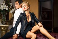 Hombre joven y mujer joven hermosa Fotografía de archivo