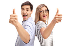 Hombre joven y mujer que detienen sus pulgares Fotos de archivo