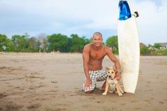 Hombre joven y perro Imagen de archivo