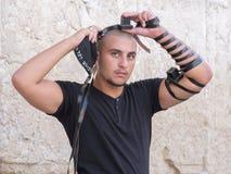 Hombre judío en la pared occidental Fotos de archivo libres de regalías
