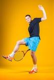 Hombre, jugador de tenis Fotos de archivo libres de regalías