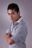 Hombre latino joven y hermoso, serio Imagen de archivo