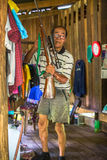 Hombre local de la isla La isla es parte del parque nacional marino MU Ko Chang Fotos de archivo